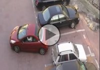 Cars fight over a parking spot! The end is hilarious!
