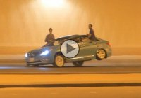 Meanwhile in Saudi Arabia: Crazy stunts made on a traffic street!