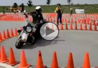 Motorcycle Police Officer With Some Serious Skills!!