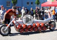The Chainsaw Bike – Motorcycle Powered By 24 Chainsaw Engines!