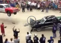 Bouncing cars crashing each other – Texas Heat Wave show!