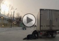 Short-tempered truck driver does the most stupid thing… only in Russia!