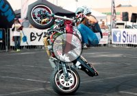 An All Out Performance By Sarah Lezito At The  StuntGP 2015 – Is She The Best Female Stunt Rider Ever??