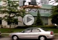 Hilarious crane fail! They dropped the load onto a car and smashed it!