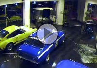Thieves steal Ford Escort Mexico from a show room in 40 seconds!