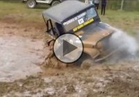 Hilarious Jeep crash! The driver falls and gets soaked in mud!