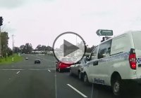 Dash Cam Australia! Police van caught on cam causing chain crash!