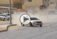 The Arabian drift kings are showing some wicked skills on live traffic!