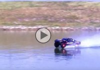The amazing Slash 4×4 RC is doing some wicked jumps on water!