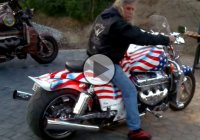 Check out This Boss Hoss V8 Powered Bike!