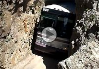 Brave bus driver coming through an extremely narrow rock tunnel!