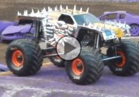 Tom Meents and Maximum Destruction do a front flip at Monster Jam 2015!!