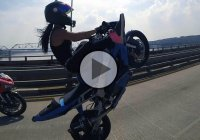 Talented Girl Performs Dangerous Stunts And Wheelies On A Highway!
