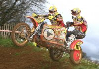 Sidecarcross racing on an earthen track – The double trouble squads