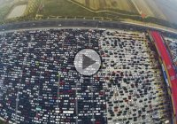 Unbelievable traffic jam in China! This is what happens when people try to get into Beijing after a week-long holiday!