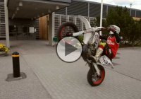 Supermoto Stunt Session – The SuperRetards!