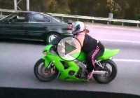 Crazy Bike Girl Overtakes Every Vehicle In Front Of Her!