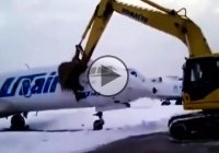 Angry airplane worker destroys jet after getting fired – MUST SEE!!!