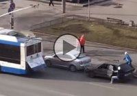 Car towing fail: Do not use trolleybus to tow your car in Russia!