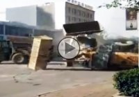 Excavator fight to death – The combat of the century!!!