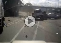 Semi truck causes massive wreckage on the road!