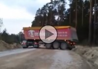 Skilled truck driver makes a U-turn where it seems impossible!