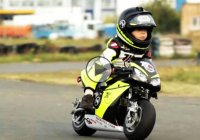2 year old motorcycle racer faces a 4 year old in this tiny race!