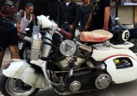 Harley Davidson motor giving a Vespa its powers – CRAZY!!!