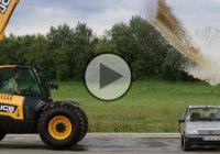 Crushing a Car With Water Using a JCB Digger!