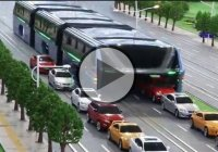 China's Futuristic Straddling Bus Is Finally Put To Use!