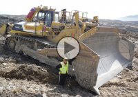 Komatsu D575A – The Biggest Bulldozer in The World!